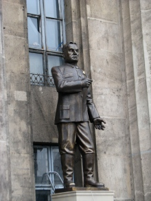 Model statue of Prime Minister Viktor Orbán at the entry of the Castle Hill Tunnel.