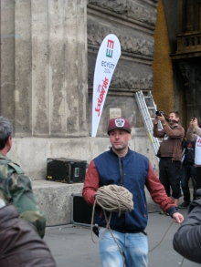 Dopeman prepares to pull down the Orbán statue.