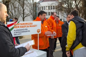 Fidesz activists collect signatures in support of government public utility-fee cuts.