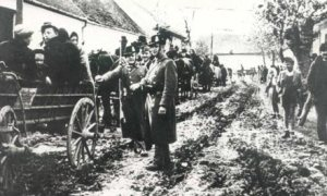 Hungarian gendarmes rounding up rural Jews in 1944.