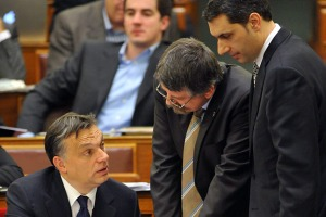 The three most powerful men in Hungary: Orbán, Kövér and Lázár tête-à-tête during a session of the National Assembly.