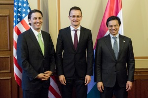 State Secretary Szijjártó (center) with his new friends.