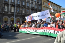The Country Is One! The Peace March proceeds down Bajcsy-Zsilinsky Avenue.