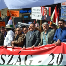 Peace March organizers: István Sefka (second from left), Gábor Széles (center) and László Csizmadia (second from right).