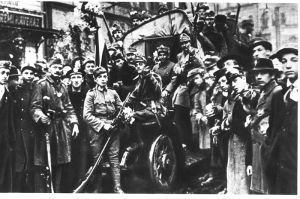 Military and civilian supporters of the Aster Revolution in Budapest in October 1918.