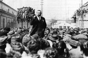Béla Kun addresses workers during rally in Budapest.