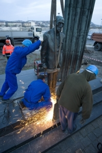 Workers remove the statue of Mihály Károlyi from its site next to the Hungarian Parliament Building.
