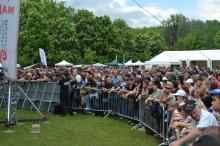 Guests await start of Ismerős Arcok concert.