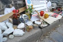 """And look into your eyes"": mirror, mourning stones and Holocaust mementos at the memorial."