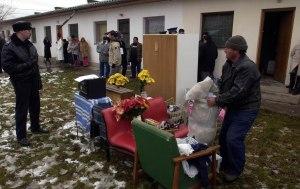 Társadalom - Két roma családot lakoltattak ki Hódmezõvásárhelyen