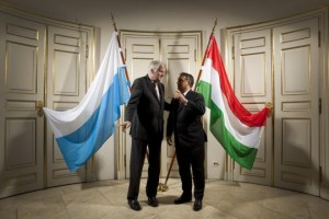 Seehofer and Orbán: pointing the way.