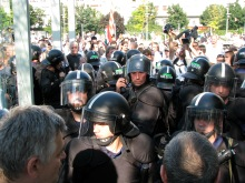 Riot cops intervene at demonstration in support of newly banned Hungarian Guard (7/4/2009).