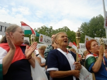 The demonstration ladies cheer at the 64 Counties Youth Movement (Hatvvannégy Vármegye Ifjúsági Mozgalom) protest of the 1920 Treaty of Trianon (6/3/2007)