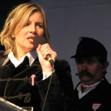 Krisztina Morvai speaks at Jobbik-sponsored anti-government demonstration (3/15/2009).