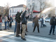 Anarchist counter-demonstrators at Hungarist rally on Heroes' Square (2/9/2008).