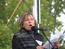 Lawyer and human-rights activist Krisztina Morvai speaks to anti-government demonstrators before march to Soviet War Memorial (9/20/2008).