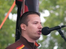 László Toroczkai speaks to anti-government demonstrators before leading march to the Soviet War Memorial (9/20/2008).