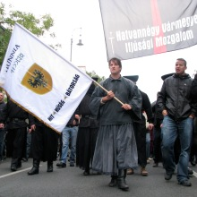 György Budaházy (center) and László Toroczkai (second from right) lead march to the Soviet War Memorial (9/20/2008).