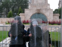 Riot cops protect the Soviet War Memorial in Budapest from anti-government demonstrators (9/20/2008).
