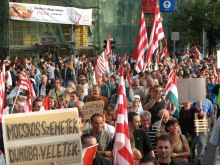 """""""Into the Danube with You Filthy Trash!"""" Anti-government protesters with Árpád-striped flags (9/17/2007)."""