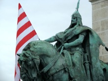 Statue of Prince Árpád with Árpád-striped flag in background during anti-government demonstration on Heroes' Square (9/21/2007).