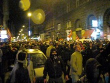 Anti-government demonstrators encounter police cordon protecting the Budapest Opera House (10/22/2007).