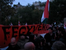 """""""To Arms!"""" Anti-government demonstrators unfurl banner before march to Budapest Opera House (9/22/2007)."""