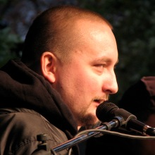 Blogger Tomcat (Tamás Polgár) speaks at anti-government rally before march on Budapest Opera House (10/22/2007).