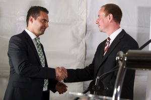 Jobbik President Gábor Vona (left) and victorious party- candidate Lajos Rig shake hands (photo: MTI).