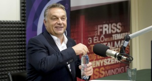 Prime Minister Viktor Orbán during October 2, 2015 interview on Kossuth Radio (photo: index.hu)