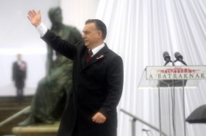 Prime Minister Orbán waves to audience following his speech on March 15, 2016 (photo: MTI).