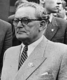 President Árpád Szakasits.