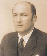Prime Minister Lajos Dinnyés.