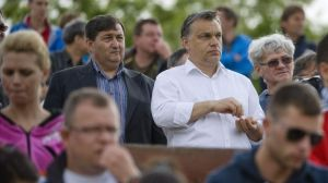 Lőrinc Mészáros and Viktor Orbán watch a football match in Felcsút in 2013 (photo: MTI).