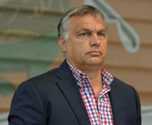Prime Minister Viktor Orbán prepares to speak at Tusnádfürdő on July 24, 2016 (photo: MTI).
