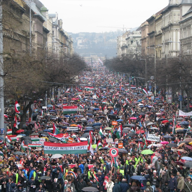 Seventh Peace March proceeds down Saint Stephen Boulevard in Budapest (Orange Files photo).