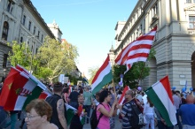 Demonstrators with Hungarian flags and nationalist Árpád-striped flag.
