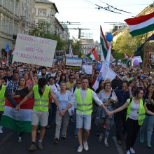 Demonstrators on Bajcsy-Zsilinszky Avenue.