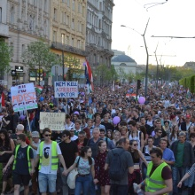 Demonstrators on Károly Boulevard.