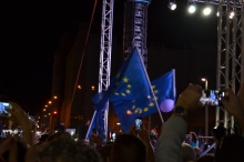 Playing the anthem of the European Union at the end of the demonstration.